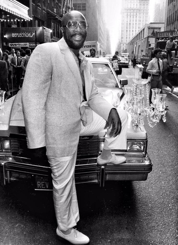 isaac-hayes-set-his-1977-chandelier-fleetwood-caddy